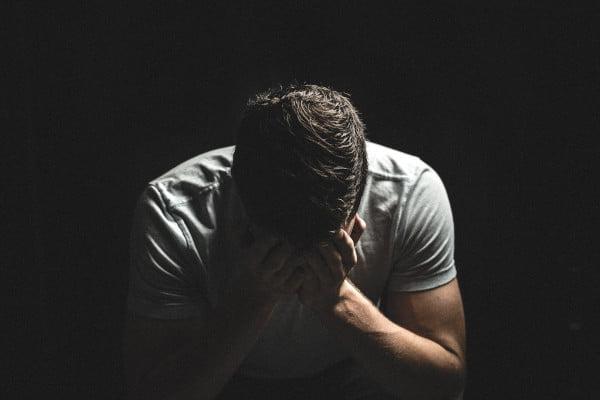 Hombre con Depresión que necesita un psicologo depresion tenerife