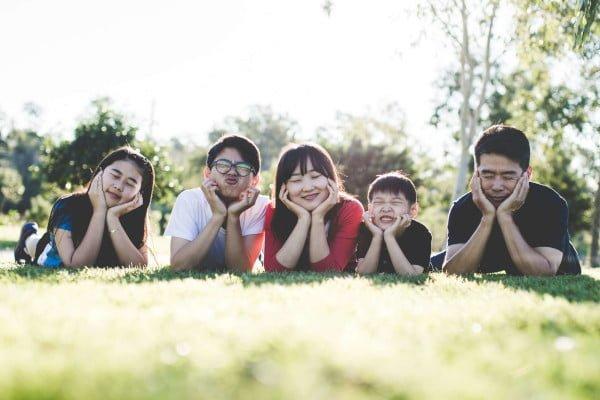 Familia asiática feliz. Terapia familiar