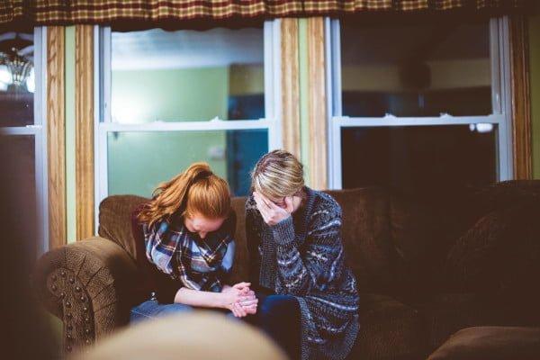 Mujeres que se apoyan, tristeza y depresion